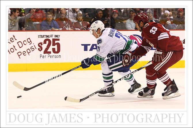 NHL: MAR 10 Canucks at Coyotes